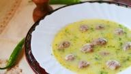 Супата се приготвя много лесно и е много любима на децата заради топчетата, но и много възрастни я обичат. Това което Ви е необходимо е: - Полезно