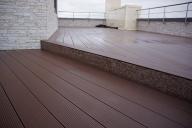 Декингът от дърво е напълно естествен продукт, устойчив на различни  атмосферни влияния. http://tsonevflooring.com/produkti/24/deking-estestvena-durvesina.html - За дома