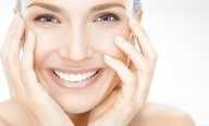 За да се усмихваме без притеснения и да общуваме свободно с хората около нас е важно да имаме здрава и излъчваща свежест усмивка. За да е възможно това обаче се налага да се погрижим за здравето на зъбите си и най-вече за оралната си хигиена. Ако следвате няколко златни правила, които всеки стоматолог би ви препоръчал, вие ще се радвате на лъчезарна и красива усмивка. - Здраве