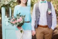 ЛЯТНА ВИЗИЯ ЗА МЛАДОЖЕНЕЦА - ЛЯТО 2015 - Лятото е един от най-предпочитаните сватбени сезони. Самото то предполага празнично настроение, ярки и цветни емоции. Лятото е сезонът, в който смело можем да заложим на експериментално мислене и да избегнем строгата класическа визия. Ето го и нашето предложение съобразено с основните тенденции за 2015. - МЛАДОЖЕНЕЦЪТ