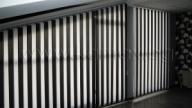 Все по – голяма популярност, в модерния дизайн на дома и офиса, набират вертикалните щори. Те внасят иновативност в интериора на дома и офиса, придават уют и простор дори на не толкова широкото помещение. - Услуги