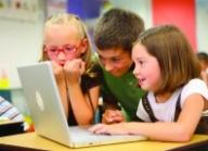 Никой не може да оспори факта, че обучението на децата ни в училище е на светлинни години назад от съвременните технологии, с които си служат те извън училище. - Полезно