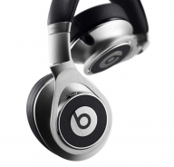 Слушалките Beats by Dre Executive Over Ear, пристигащи в сребрист цвят, са доказателство, че може да бъде създаден аудио аксесоар за абсолтюно всеки.   Ако искате да прочетете повече относно тези слушалки може да посетите компютърния онлайн гайд на онлайн магазин за компютри Алтех. - Слушалки