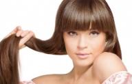 Всяка една от нас, независимо от възрастта, знае колко е важно косата да изглежда добре. Да не е с цъфнали краища, мазна или несресана. Коста е средство с което жената може да флиртува небрежно. Добре поддържаната коса придава увереност и женственост. - Полезно