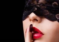 Есен е… След всичкото вълнение, което донесе лятото, нещата като че ли изглеждат малко скучни. Но ти не се оставяй на това настроение – защо не направиш любовния си живот много по-вълнуващ! С нашите съвети ще започнеш да раздаваш супер целувки за нула време!  Представяме ти есенни съвети за по-страстни и хубави целувки в блогът на онлайн магазин Топ Шоп  - Интересно